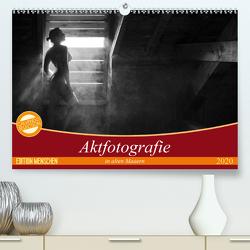 Aktfotografie in alten Mauern (Premium, hochwertiger DIN A2 Wandkalender 2020, Kunstdruck in Hochglanz) von Geiser,  Judith