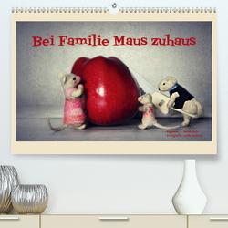 Bei Familie Maus zuhaus (Premium, hochwertiger DIN A2 Wandkalender 2020, Kunstdruck in Hochglanz) von Hain,  Sarah, Hultsch,  Heike