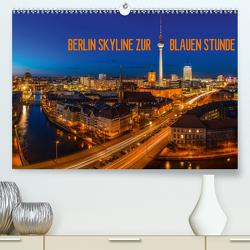 BERLIN SKYLINE ZUR BLAUEN STUNDE (Premium, hochwertiger DIN A2 Wandkalender 2020, Kunstdruck in Hochglanz) von Claude Castor I 030mm-photography,  Jean