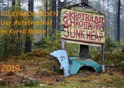 BILKYRKOGÅRDEN Der Autofriedhof im Kyrkö Mosse (Wandkalender 2019 DIN A2 quer) von Klein,  Harald