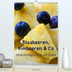 Blaubeeren, Himbeeren & Co – Makrofotografie in der Küche (Premium, hochwertiger DIN A2 Wandkalender 2020, Kunstdruck in Hochglanz) von Dr. Deus-Neumann,  Brigitte
