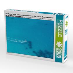 CALVENDO Puzzle Amalfiküste, Italien. Von oben aufgenommen von einer Person, die im blauen Meer der Amalfiküste Windsurfen. 2000 Teile Lege-Größe 90 x 67 cm Foto-Puzzle Bild von Alessandro Tortora