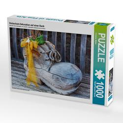 CALVENDO Puzzle Holzschuh-Dekoration auf einer Bank 1000 Teile Lege-Größe 64 x 48 cm Foto-Puzzle Bild von Christian Müller