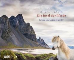 Die Insel der Pferde: Island und seine Isländer 2022 – Pferde- und Landschafts-Kalender – Querformat 52 x 42,5 cm von Slawik,  Christiane
