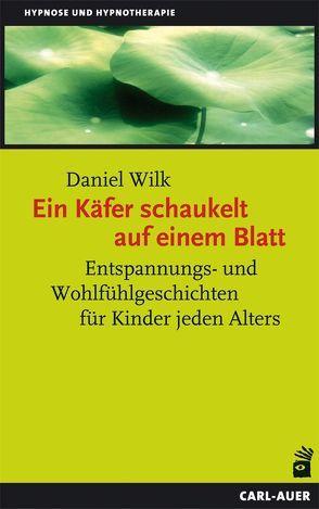 Ein Käfer schaukelt auf einem Blatt von Wilk,  Daniel