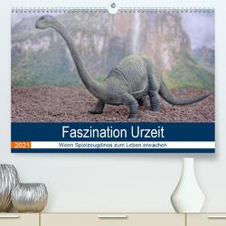 Faszination Urzeit – wenn Spielzeugdinos zum Leben erwachen (Premium, hochwertiger DIN A2 Wandkalender 2021, Kunstdruck in Hochglanz) von Bartruff,  Thomas
