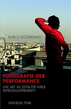Fotografie der Performance von Dogramaci,  Burcu