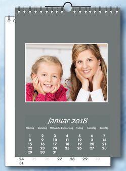 Fotokalender und Bastelkalender 2018 GRAU 12 Monatsblätter und neutralem Deckblatt. Format 21×30 cm.Für Fotos 13×18 cm Hoch und Quer.
