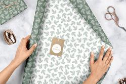 Geschenkpapier Set Weihnachten: grün-weiße Tannenzweige