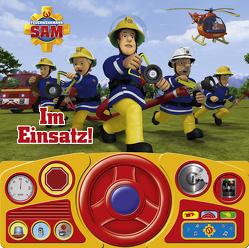 Im Einsatz! – Soundbuch – Feuerwehrmann Sam – Pappbilderbuch mit beweglichem Lenkrad und 13 lustigen Geräuschen für Kinder ab 3 Jahren