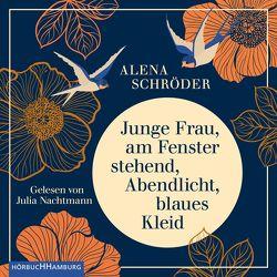 Junge Frau, am Fenster stehend, Abendlicht, blaues Kleid von Nachtmann,  Julia, Schröder,  Alena