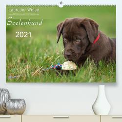 Labrador Welpe – Seelenhund (Premium, hochwertiger DIN A2 Wandkalender 2021, Kunstdruck in Hochglanz) von Schiller,  Petra