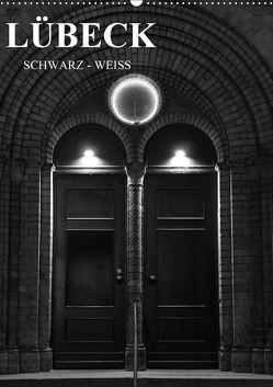 Lübeck schwarz-weiß (Wandkalender 2018 DIN A2 hoch) von Peters,  Oliver