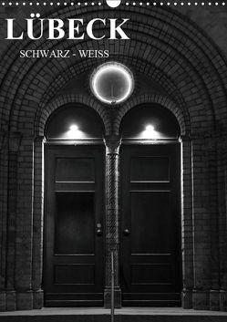 Lübeck schwarz-weiß (Wandkalender 2019 DIN A3 hoch) von Peters,  Oliver