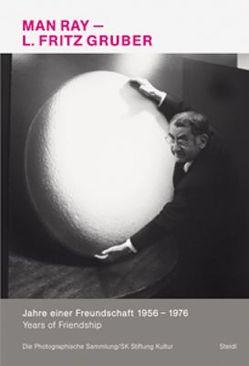 Man Ray und L. Fritz Gruber – Jahre einer Freundschaft 1956 bis 1976 von Conrath-Scholl,  Gabriele, Gruber,  Renate, Molderings,  Herbert, Schubert,  Claudia
