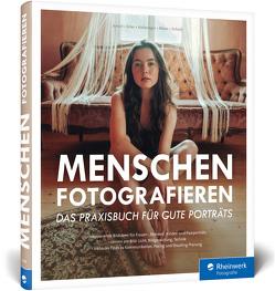 Menschen fotografieren von Amini,  Maedeh, Erler,  Julius, Hafeneger,  Lisa, Röser,  Felix, Scholz,  Nora