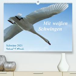 Mit weißen Schwingen. Schwäne 2021 (Premium, hochwertiger DIN A2 Wandkalender 2021, Kunstdruck in Hochglanz) von T. Frank,  Roland