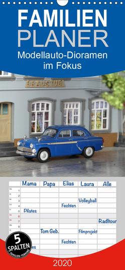 Modellauto-Dioramen im Fokus – Familienplaner hoch (Wandkalender 2020 , 21 cm x 45 cm, hoch) von KPH
