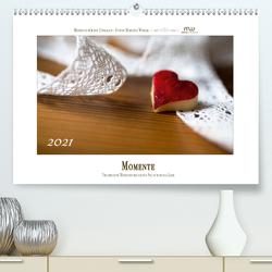 Momente – Traumhafte Momente begleiten Sie durch das Jahr (Premium, hochwertiger DIN A2 Wandkalender 2021, Kunstdruck in Hochglanz) von Wrede,  Martina