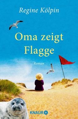 Oma zeigt Flagge von Kölpin,  Regine