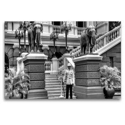 Premium Textil-Leinwand 120 x 80 cm Quer-Format Ehrenwache am Königspalast | Wandbild, HD-Bild auf Keilrahmen, Fertigbild auf hochwertigem Vlies, Leinwanddruck von Ralf Wittstock