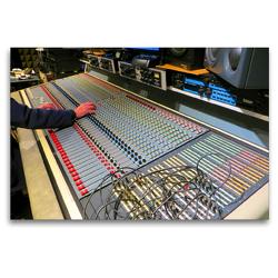 Premium Textil-Leinwand 120 x 80 cm Quer-Format Tonstudio – Mixdown am Hauptmischpult | Wandbild, HD-Bild auf Keilrahmen, Fertigbild auf hochwertigem Vlies, Leinwanddruck von Renate Bleicher