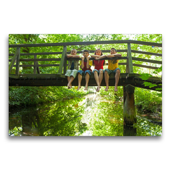 Premium Textil-Leinwand 75 x 50 cm Quer-Format Kinder sitzen auf einer Brücke | Wandbild, HD-Bild auf Keilrahmen, Fertigbild auf hochwertigem Vlies, Leinwanddruck von Siegfried Kuttig
