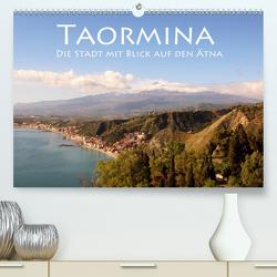 Taormina, die Stadt mit Blick auf den Ätna (Premium, hochwertiger DIN A2 Wandkalender 2021, Kunstdruck in Hochglanz) von Seidl,  Helene