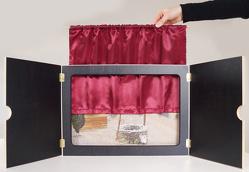 """Vorhang """"Mein Kamishibai"""" aus rotem Satin, geschmeidig und hochglänzend: Sorgt für authentische Theateratmosphäre oder Kinoflair von Don Bosco Medien,  Redaktionsteam"""