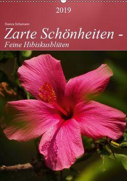 Zarte Schönheiten – Feine HibiskusblütenAT-Version (Wandkalender 2019 DIN A2 hoch) von Schumann,  Bianca