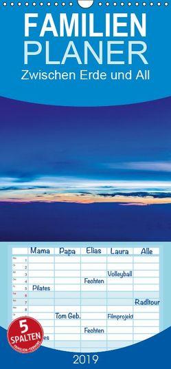 Zwischen Erde und All – Familienplaner hoch (Wandkalender 2019 , 21 cm x 45 cm, hoch) von Gödecke,  Dieter